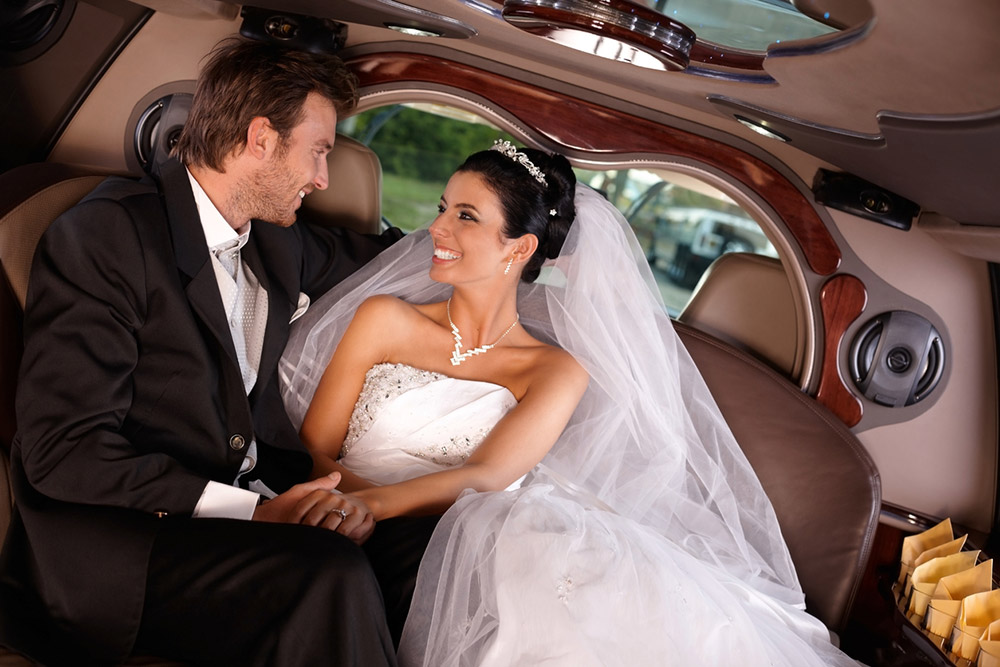 How To Decorate Your Wedding Limo